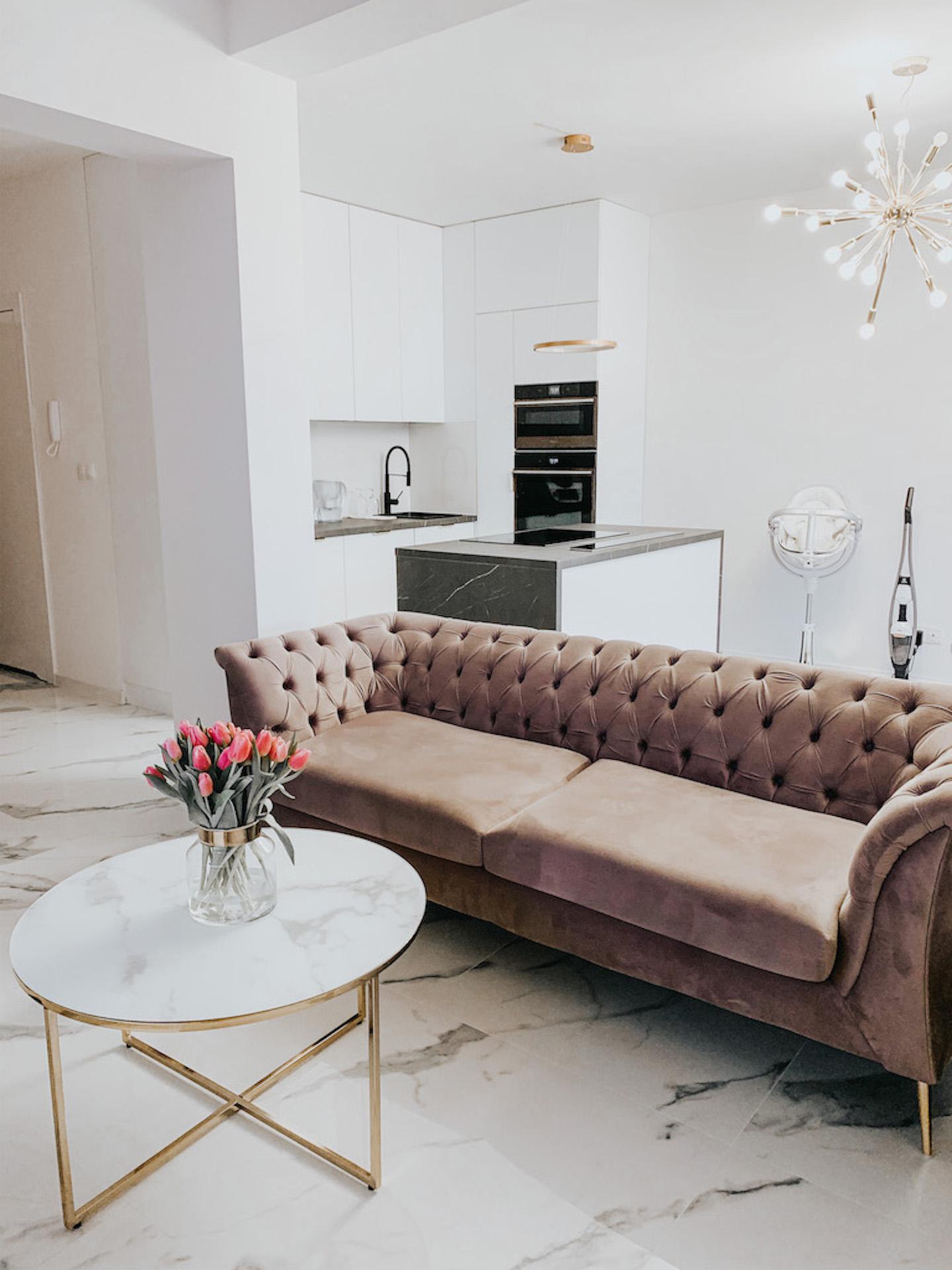 Chesterfield Modern Sofa from @dominikaaa.s