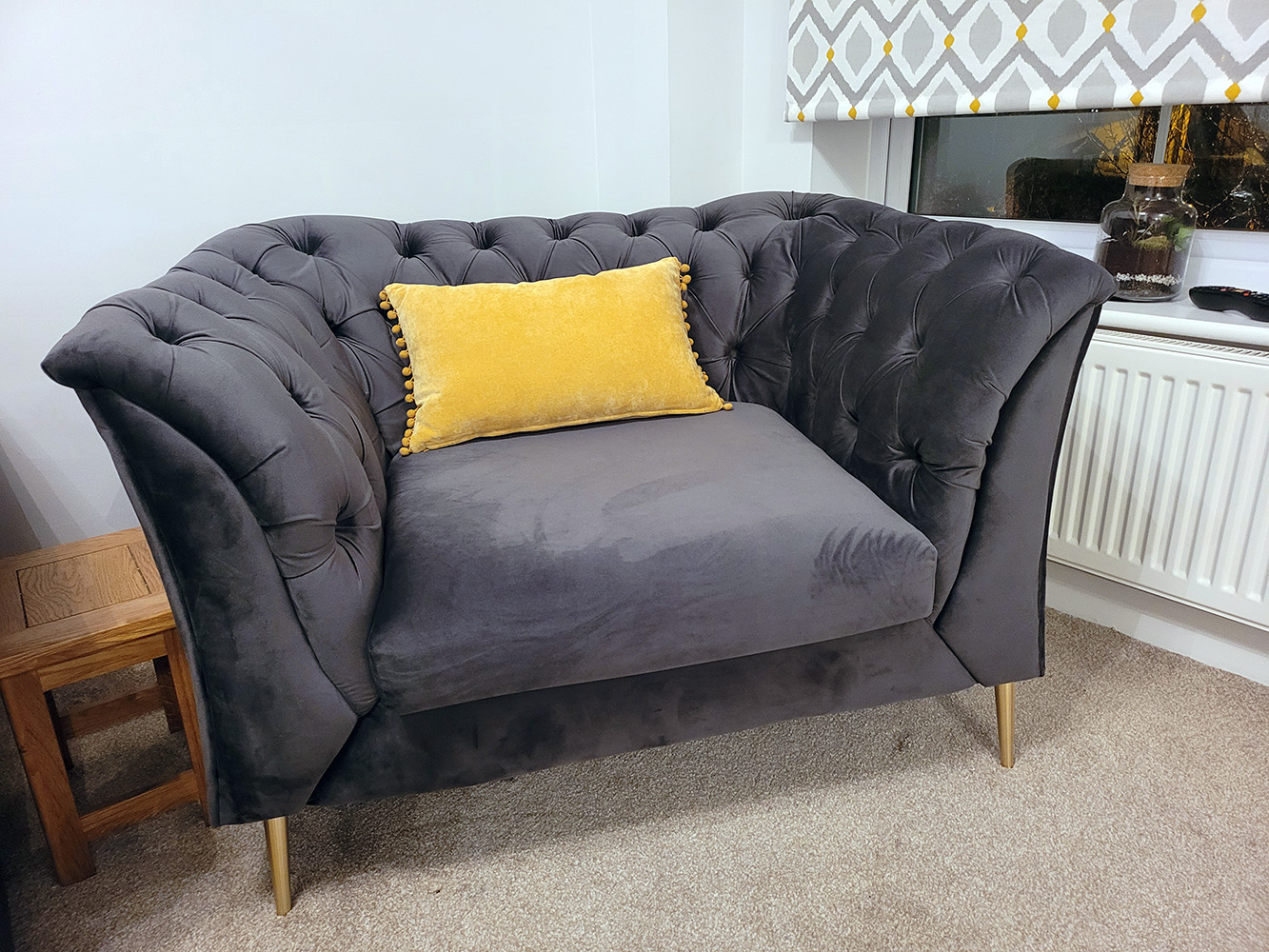 Chesterfield Modern armchair with golden legs from Alex