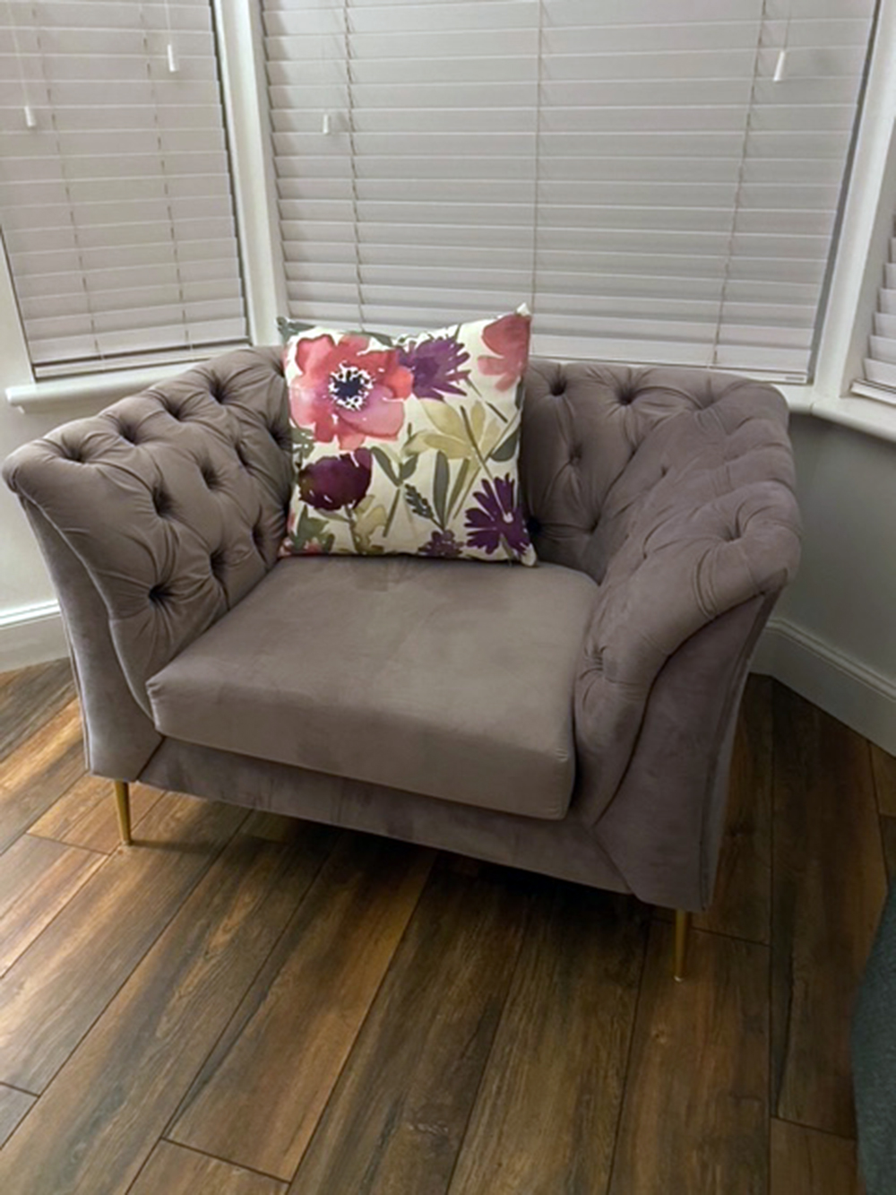 Grey quilted Chesterfield Modern armchair with golden legs