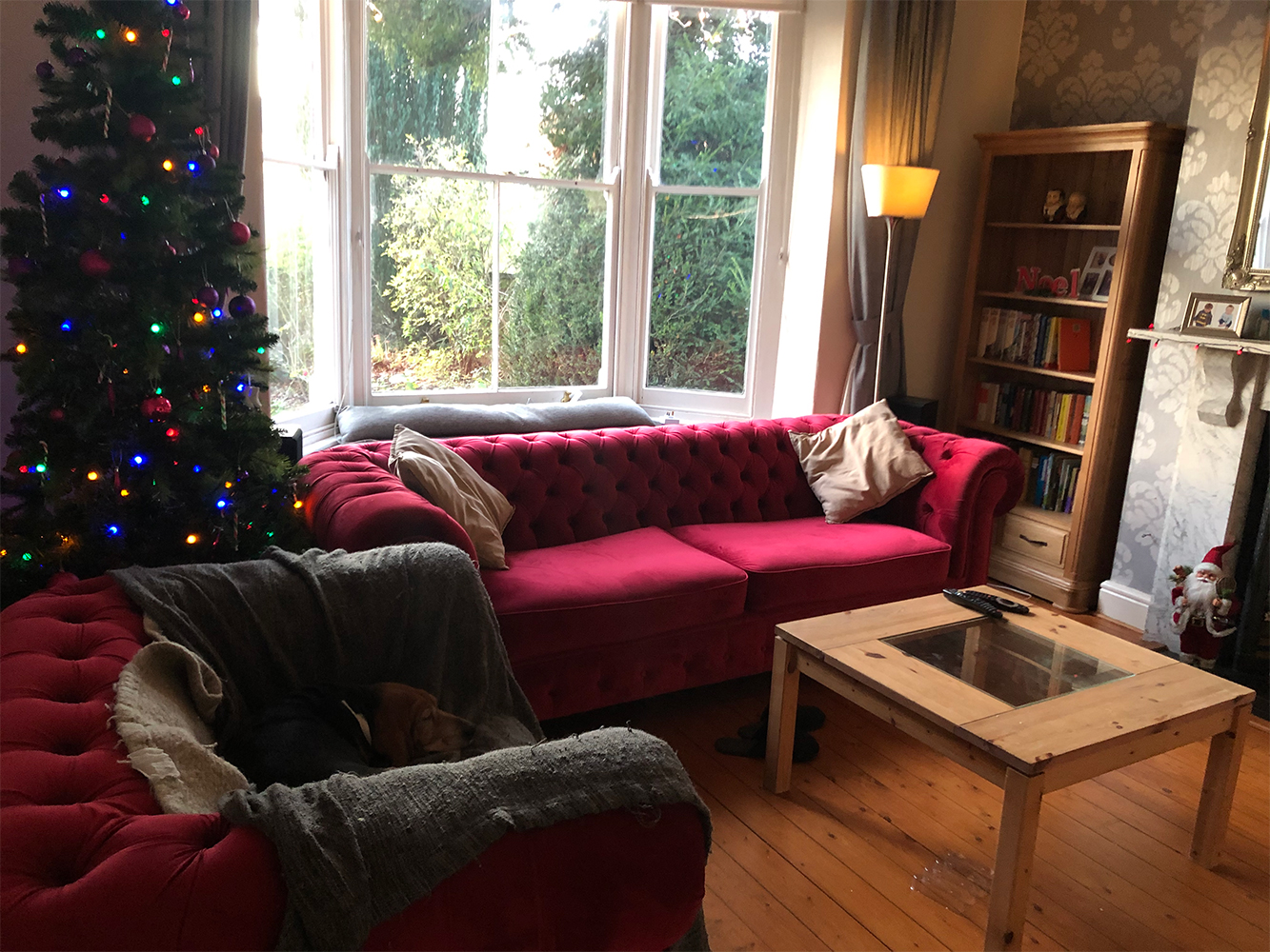 Dark red sofa and upholstered armchair Chesterfield Max